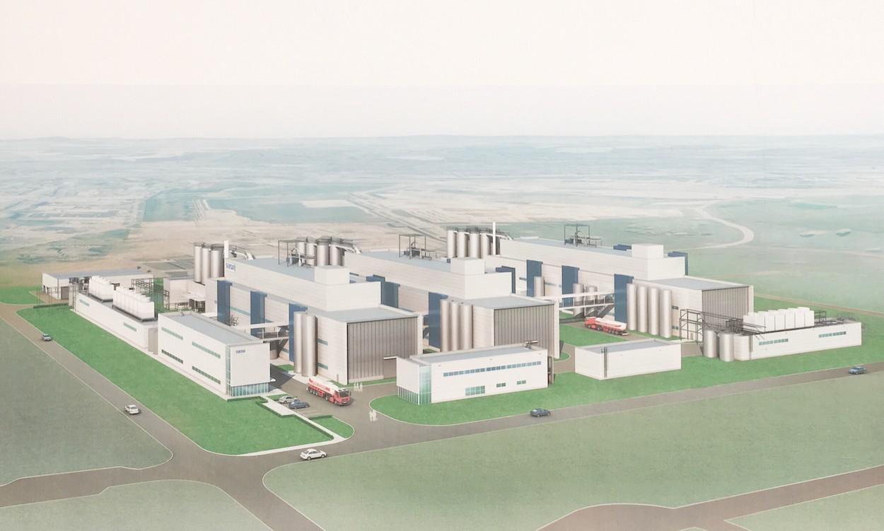 Wij engineerden en bouwden de elektrische panelen voor de nieuwe productielijn van Seki Sui, rechts op de afbeelding.