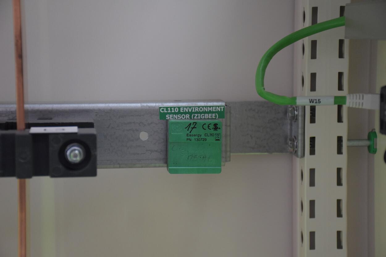 Een temperatuursensor die de kasttemperatuur meet.